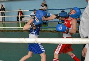 Финал. Момент боя с участием Александра Савкина (в синей форме) (3)