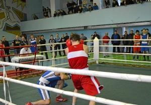 Финал. Момент боя с участием Ивана Верещагина (в красной форме) (1)