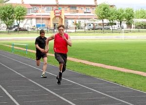 Бег на 100 метров. Иван Верещагин (справа) и Влад Болдырев