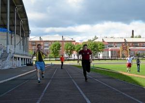 Бег на 30 метров. Владимир Пономарев (слева) и Константин Колмыков