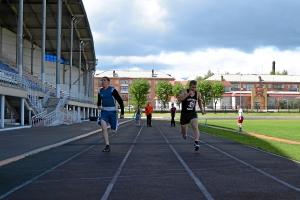 Бег на 30 метров. Евгений Чернов (слева) и Павел Чабанов