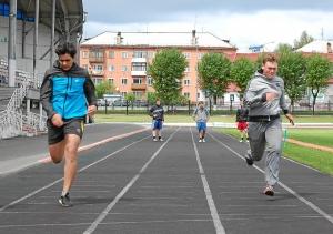 Бег на 30 метров. Магомед Пугоев (слева) и Артем Пичугин
