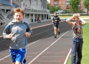 Бег на 3000 метров. Финиширует Александр Савкин