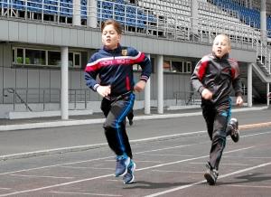 Бег на 800 метров в возрастной группе 10 лет и младше. Финишируют Заур Пугоев (слева) и Егор Пономарев