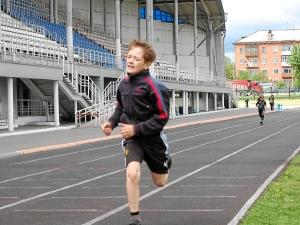 Бег на 800 метров. Победитель в возрастной группе 10 лет и младше - Никита Пономарев