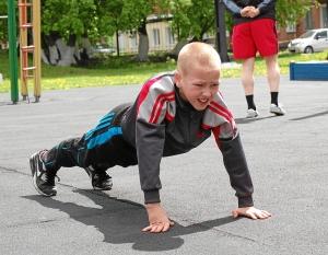 Отжимание. Девятилетний Егор Пономарев отжался 80 раз