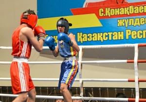Первый бой на турнире Влада Трофимова (в красной форме) (1)
