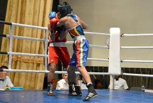 Первый бой на турнире Влада Трофимова (в красной форме) (7)