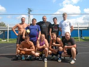 1 Участники товарищеской встречи по волейболу