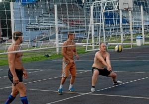 12 Вадим Адыбаев принимает мяч
