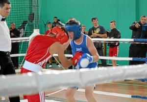 1 Первый бой на турнире Влада Трофимова (в красной форме)