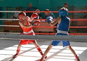 17 Финал. Александр Савкин (в синей форме) против боксера из Таштагола