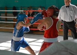 18 Финал. Александр Савкин (в синей форме) против боксера из Таштагола