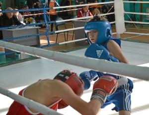 19 Финал. Александр Савкин (в синей форме) против боксера из Таштагола