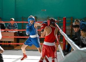 20 Финал. Александр Савкин (в синей форме) против боксера из Таштагола