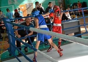 21 Финал. Александр Савкин (в синей форме) против боксера из Таштагола