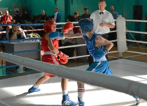 22 Финал. Иван Балашов (в красной форме) против боксера из Ленинск-Кузнецкого