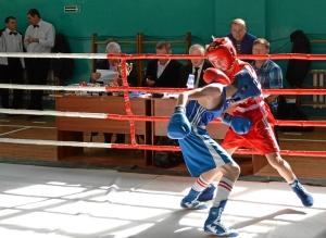 23 Финал. Иван Балашов (в красной форме) против боксера из Ленинск-Кузнецкого