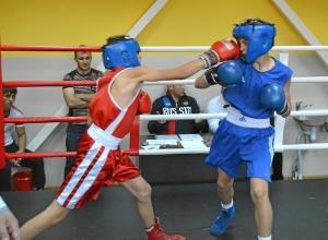 25 Момент боя Александр Савкин (в красной форме) - Иван Балашов (5)