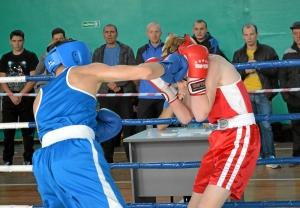 25 Финал. Алексей Помогалов (в синей форме) против боксера из Топков