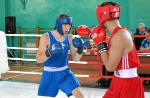 27 Финал. Дмитрий Богданов (в синей форме) против боксера из Прокопьевска