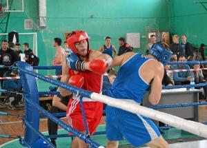 28 Финал. Дмитрий Богданов (в синей форме) против боксера из Прокопьевска