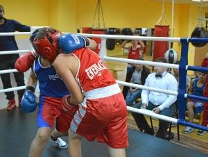 36 Момент боя Илья Краснов (в красной форме) - Рубик Шахбазян (2)