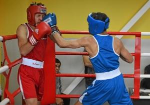 45 Момент боя Никита Писарев (в красной форме) - Алексей Помогалов (2)
