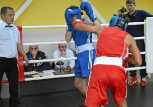 64 Момент боя Владислав Трофимов (в красной форме) - Александр Малахов (4)