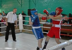 9 Полуфинальный бой Артема Пичугина (в синей форме)