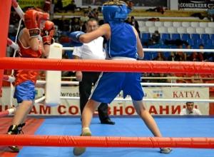 1 Первый бой на турнире Александра Савкина (в синей форме)