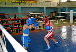 12 Момент боя с участием Данила Жуланова (в красной форме)