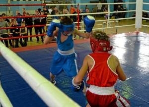 13 Момент боя с участием Данила Жуланова (в красной форме)