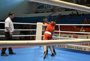 13 Полуфинальный бой Антона Траутваина (в красной форме)