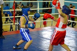 17 Момент боя с участием Заурбека Пугоева (в синей форме)
