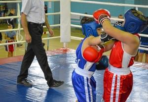 18 Момент боя с участием Заурбека Пугоева (в синей форме)