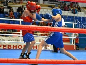 2 Первый бой на турнире Александра Савкина (в синей форме)