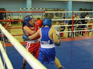 20 Момент боя с участием Заурбека Пугоева (в синей форме)