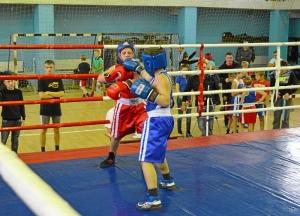 21 Момент боя с участием Заурбека Пугоева (в синей форме)