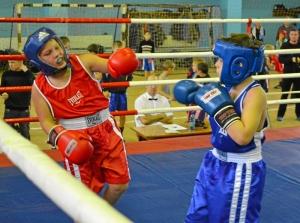 23 Момент боя с участием Заурбека Пугоева (в синей форме)