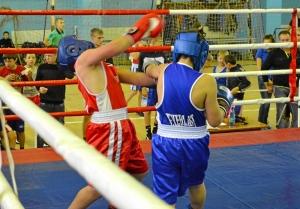 24 Момент боя с участием Заурбека Пугоева (в синей форме)