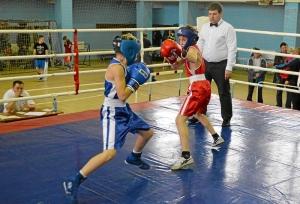 28 Момент боя с участием Егора Мартыненко (в синей форме)