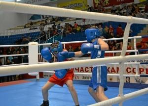 3 Первый бой на турнире Антона Траутваина (в синей форме)