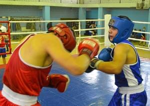 34 Момент боя с участием Рубика Шахбазяна (в синей форме)