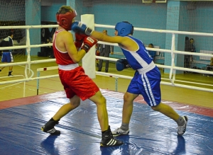 35 Момент боя с участием Рубика Шахбазяна (в синей форме)