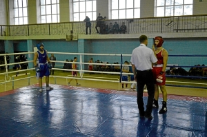 38 Момент боя с участием Рубика Шахбазяна (в синей форме). Нокдаун