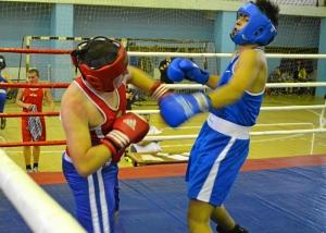42 Момент боя с участием Магомеда Пугоева (в синей форме)