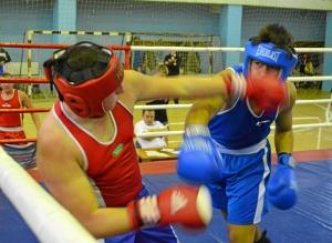 43 Момент боя с участием Магомеда Пугоева (в синей форме)