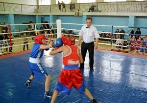 5 Момент боя с участием Егора Пономарева (в синей форме)
