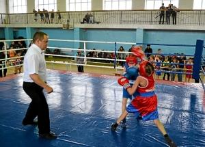 6 Момент боя с участием Егора Пономарева (в синей форме)